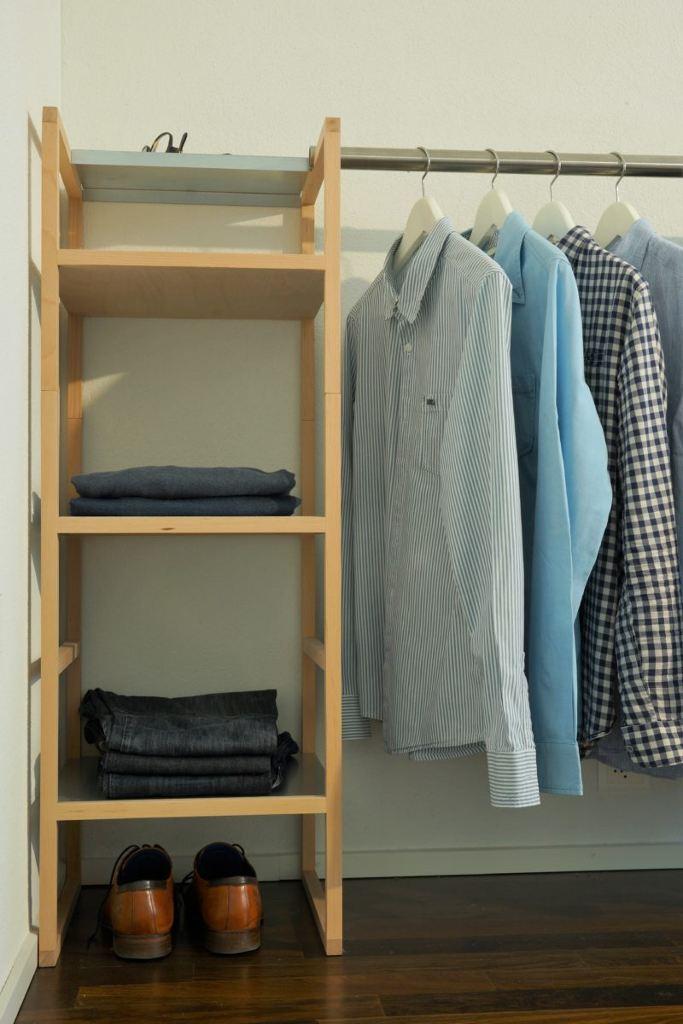 modulares Regal mit Kleiderstangen