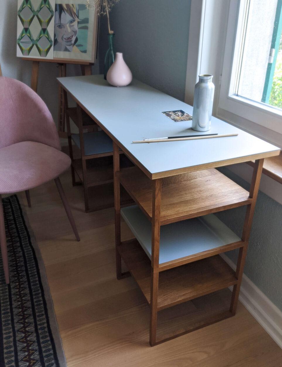 Massivholztisch mit Linoleum Arbeitsfläche