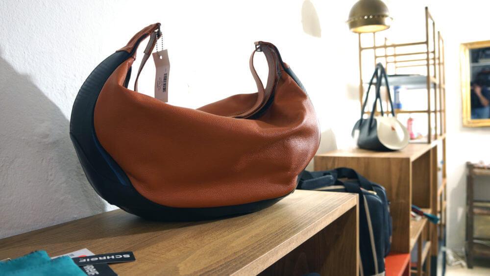 Schreif Tasche auf itschi Möbel in rrrevolve Laden